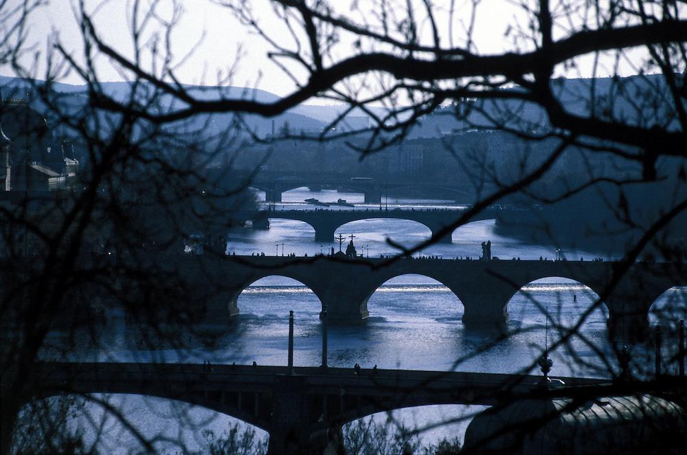 Die Moldau, sowie drei Prager Br&uuml;cken, welche das Stadtzentrum mit der &quot;Kleinseite&quot; (Mala Strana) verbinden. Gesehen vom Petrin Berg. In der Mitte die Karlsbr&uuml;cke.<br /> <br /> River Moldau (Vltava) and three bridges which connect the Prague center with the &quot;small side&quot; (Mala Strana) seen from Petrin hill. In the middle Charles Bridge.