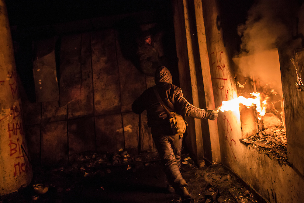 KIEV, UKRAINE - JANUARY 24: An anti-government protester prepares to throw a Molotov cocktail during clashes with police on Hrushevskoho Street near Dynamo stadium on January 24, 2014 in Kiev, Ukraine. After two months of primarily peaceful anti-government protests in the city center, new laws meant to end the protest movement have sparked violent clashes in recent days. (Photo by Brendan Hoffman/Getty Images) *** Local Caption ***