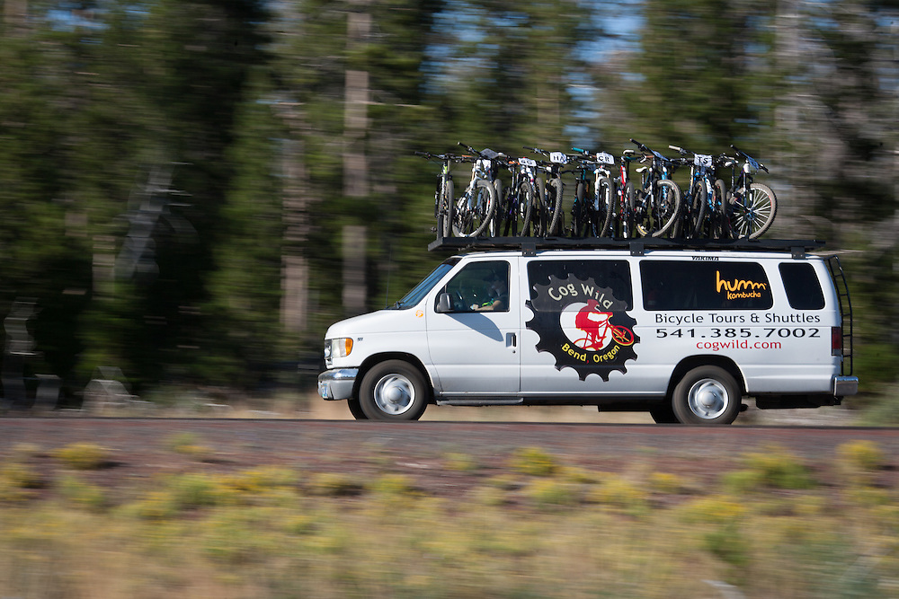 Cog Wild shuttles the riders to the start at Wanoga.  © Brian Nelson