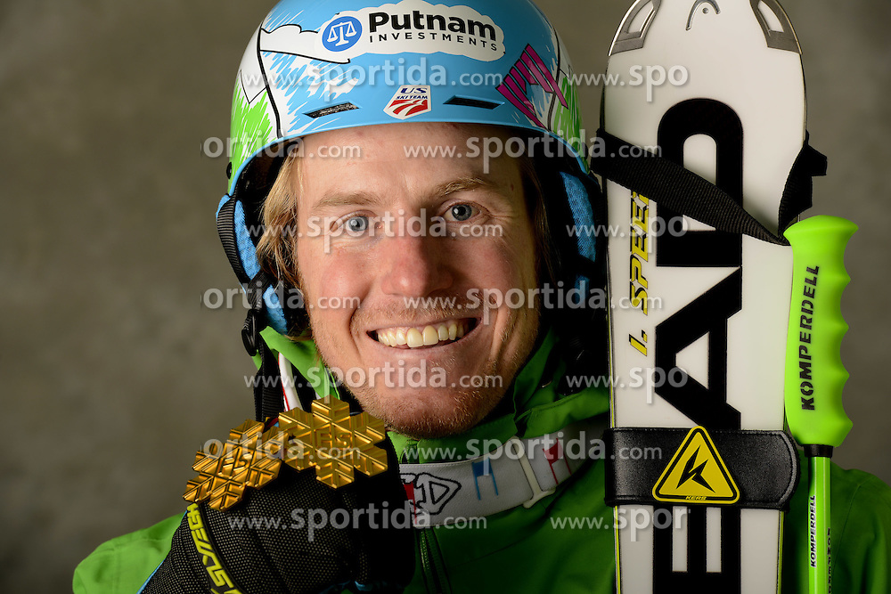 13.02.2013, Planai, Schladming, AUT, FIS Weltmeisterschaften Ski Alpin, Super Kombination, Herren, Medaillen Praesentation, im Bild Ted Ligaty (USA) Goldmedaillen Gewinner // Ted Ligety of the USA poses with his Gold Medal during Mens Super Combined Medal Presentation at the FIS Ski World Championships 2013 at the Planai Course, Schladming, Austria on 2013/02/13 ***** ACHTUNG: VERÖFFENTLICHUNGS- SPERRFRIST 18:30 Uhr ***** Bild bei redaktioneller Verwendung honorarfrei // ***** PLEASE NOTE: Publication EMBARGO 18:30 clock *****. EXPA Pictures © 2013, PhotoCredit: EXPA/ Erich Spiess