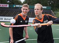 AMSTELVEEN - Billy Bakker en Mirco Pruyser met bitjes van SPTL , sport preventie tandletsel  (bitje.nl). COPYRIGHT KOEN SUYK