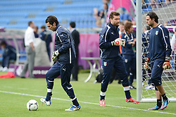 12.06.2012, Staedtisches Stadion, Posen, POL, UEFA EURO 2012, Italien, Training, im Bild  GIANLUIGI BUFFON, MORGAN DE SANCTIS, SALVATORE SIRIGU during the during EURO 2012 Trainingssession of Italy national team, at the SMunicipal Stadium in Poznan, Poland on 2012/06/13