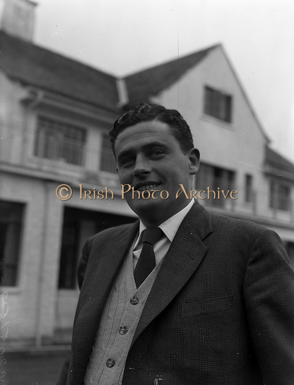 09/10/1959<br /> 10/09/1959<br /> 09 October 1959<br /> Mr. F. Byrne, a member of the Irish Shell Golf Association from Co. Sligo, Irish Shell World Golf Tournament winner at Delgany Golf course, Co. Wicklow.
