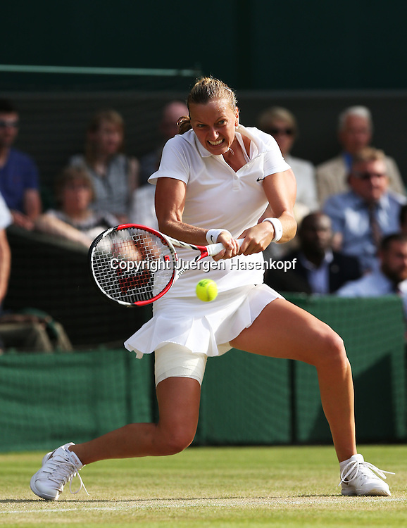 Wimbledon Championships 2014, AELTC,London,<br /> ITF Grand Slam Tennis Tournament,<br /> Petra Kvitova (CZE), Aktion,.Einzelbild,Ganzkoerper,<br /> Hochformat,