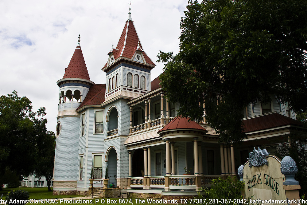 Willaim Buckner Houston built this mansion in 1895 in Gonzales, Texas.  The home is a classic example of the Queen Anne style of architecture.  Today the Houston House is a respected bed-and-breakfast.