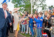 19-5-2015 -  TERNEUZEN - Aankomst in de gemeente Sluis en korte stop ter hoogte van getijdenduiker het Killetje .Koning Willem-Alexander  verricht de Koning de officiële opening van de Sluiskiltunnel Koning Willem-Alexander en Hare Majesteit Koningin Máxima brengen dinsdag 19 mei een streekbezoek aan Zeeuws Vlaanderen. Zij bezoeken achtereenvolgens de gemeenten Hulst, Terneuzen en Sluis. Aan het eind van het bezoek verricht de Koning de officiële opening van de Sluiskiltunnel. Het streekbezoek heeft als doel het Koningspaar nader kennis te laten maken met de actuele thema's in de regio.  COPYRIGHT ROBIN UTRECHT<br /> <br /> 19-5-2015 - King Willem-Alexander and Her Majesty Queen Máxima visit  the Dike Tuesday, May 19th a visit to Zeeland Vlaanderen region. They will visit the cities Hulst, Sluis and Terneuzen. At the end of the visit, the King performed the official opening of the Sluiskil tunnel. The regional visit aims to show the royal couple acquainted with the current issues in the region. COPYRIGHT ROBIN UTRECHT