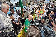 Nederland,Nijmegen, 18-7-2014<br /> De intocht van de ruim 40 duizend wandelaars op de Via Gladiola op de laatste dag van de vierdaagse. Recordhouder Bert van der Lans, 82 jaar, die vooor de 67 e keer meeliep. 67<br /> FOTO: FLIP FRANSSEN/ HOLLANDSE HOOGTE