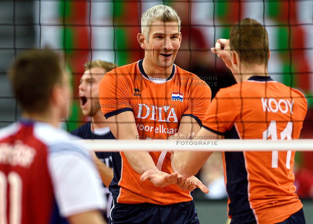 09-10-2015 BUL: Volleyball European Championship Tsjechie - Nederland, Sofia<br /> Nederland wint de belangrijke openingswedstrijd tegen Tsjechie met 3-1 / Vreugde bij Rob Bontje #17, Dick Kooy #11