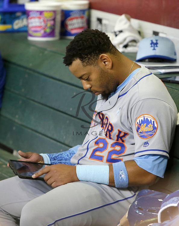 New York Mets first baseman Dominic Smith (22) in the first inning during a baseball game against the Arizona Diamondbacks, Sunday, June 17, 2018, in Phoenix. (AP Photo/Rick Scuteri)