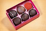 Tokyo, Japon, 30 janvier 2010 - Salon du chocolat au grand magasin de luxe Isetan, Shinjuku, 2 semaines avant la St Valentin. Sur le stand de Sebastien Bouillet, un des quatre patissiers francais ayant une boutique chez Isetan. Les Macalyon, macarons enrobés de chocolat.