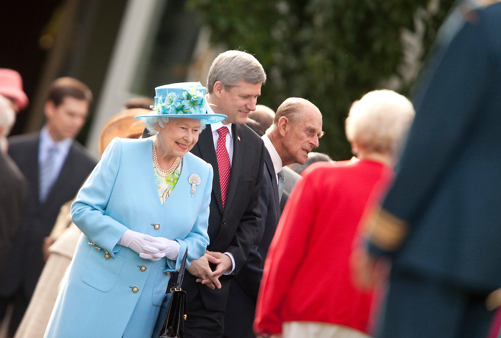 Queen Elizabeth and Prime Minister Stephen Harper greet the crowd at a garden reception at Rideau Hall, the Queen's offical residence in Ottawa, Canada, June 30, 2010. The Queen is on a 9 day visit to Canada. <br /> AFP/GEOFF ROBINS/STR