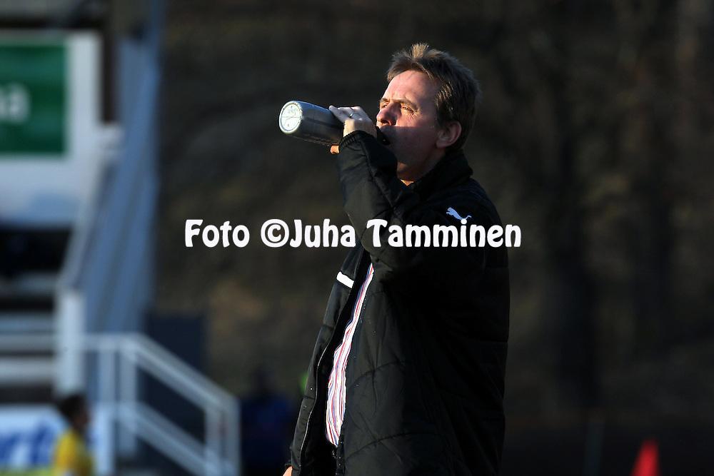 22.4.2012, Tehtaan kentt, Valkeakoski..Veikkausliiga 2012..FC Haka - IFK Mariehamn..Valmentaja Pekka Lyyski - IFK Mhamn