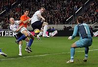 Photo: Paul Thomas.<br /> Holland v England. International Friendly. 15/11/2006.<br /> <br /> Wayne Rooney scores of England.