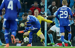 MANCHESTER, ENGLAND - Tuesday, March 15, 2016: Manchester City's goalkeeper Joe Hart makes save from FC Dynamo Kyiv's Olexandr Yakovenko during the UEFA Champions League Round of 16 2nd Leg match at the City of Manchester Stadium. (Pic by David Rawcliffe/Propaganda)