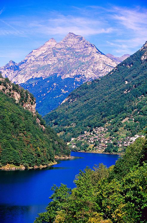 Lago di Vogorno, Verzasca Valley, Ticino, Switzerland