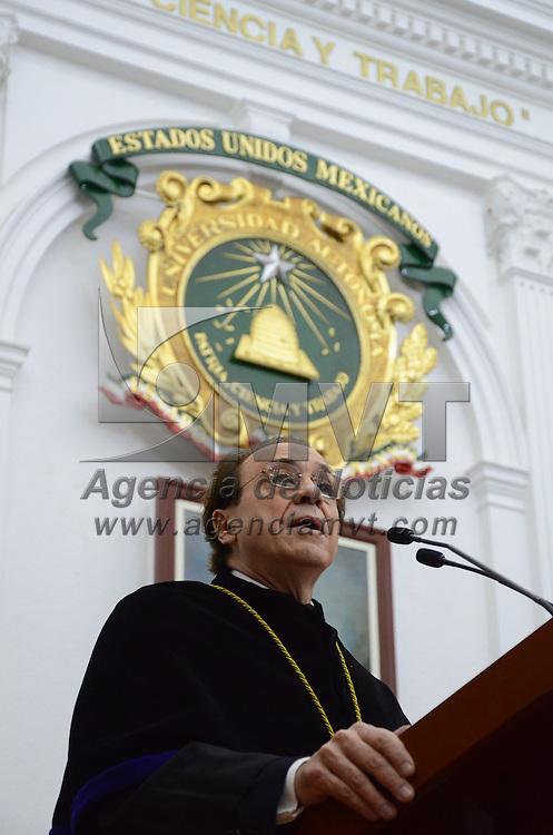 Toluca, México.- Juan David Nasio, Psicoanalista de origen Argentino, durante la ceremonia donde le otorgaron el Honoris Causa en la Aula Magna de Rectoría de la UAEM. Agencia MVT / Arturo Hernández.