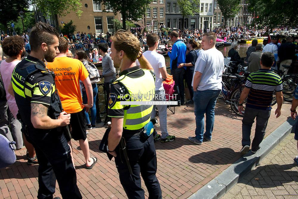 AMSTERDAM - De botenparade van de Gay Pride 2016.  COPYRIGHT ROBIN UTRECHT