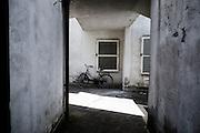 Residence 'Bella Farnia' dove vive la maggior parte della comunita' sikh dell'Agropontino, Sabaudia (Latina), Giugno 2014. Christian Mantuano / OneShot