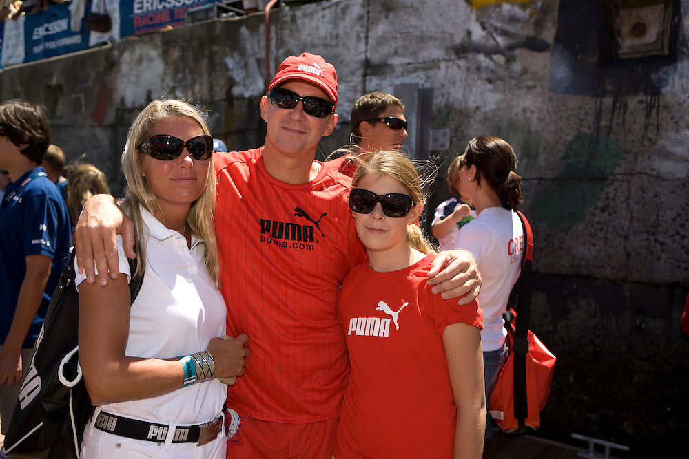 15NOV08. Skipper Ken Read with his wife and daughter on the dock in preparation to leave Cape Town for the start of Leg 2 of the Volvo Ocean Race 2008-09 to Kochi, India.