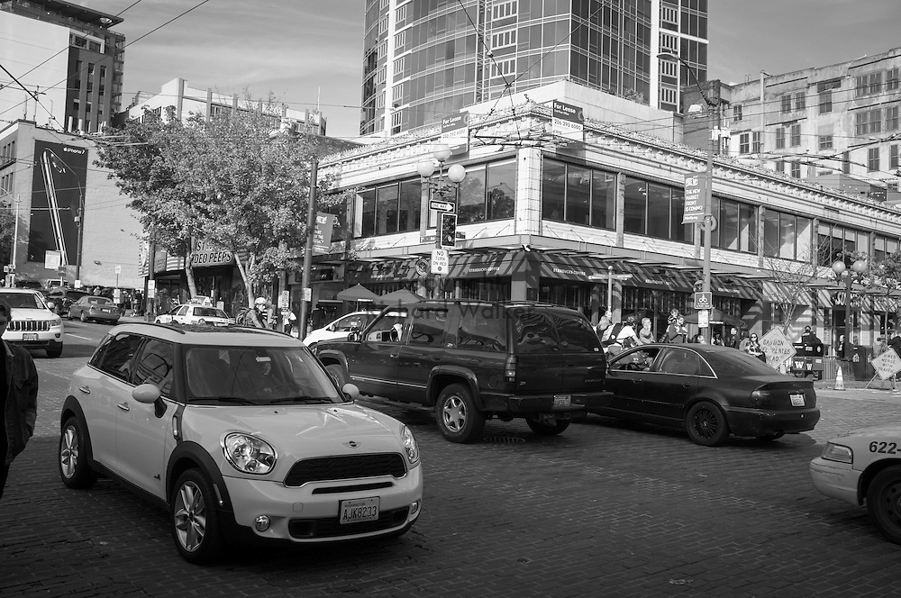 2016 October 22 - Street scene along First Avenue looking Southeast, at entrance to Pike Place Market, Seattle, WA, USA. By Richard Walker