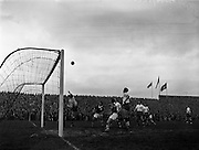 13/03/1960<br /> 03/13/1960<br /> 13 March 1960<br /> Soccer Amateur International: Ireland v Great Britain at Dalymount Park, Dublin. Britain's goalie, M. Pinner punches over for a corner, watched by Irish forwards S. Coad and T. Carroll and Britain's L. Brown and M. Greenwood.