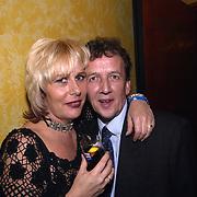 Uitreiking populariteitsprijs 2002, Tom Metz en vriendin