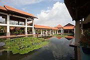 Pandanus Resort. The roofed walkways.