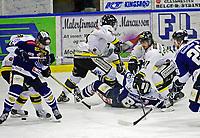 Ishockey , <br /> GET-ligaen , <br /> NM finale , <br /> Sparta v Stavanger ,  <br /> 31.03.2011 , <br /> Petter Lorenzen kjemper mot Spartas Magnus Selvaag (liggende), Robin Dahlstrøm (t.h.) og Dion Knelson , <br /> Foto: Thomas Andersen / Digitalsport ,