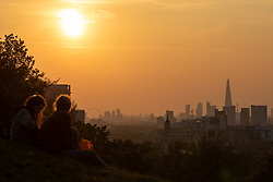 © Licensed to London News Pictures. 30/04/2019. London, UK. The sun sets over the skyline of London after a warm afternoon in the capital. Photo credit : Tom Nicholson/LNP