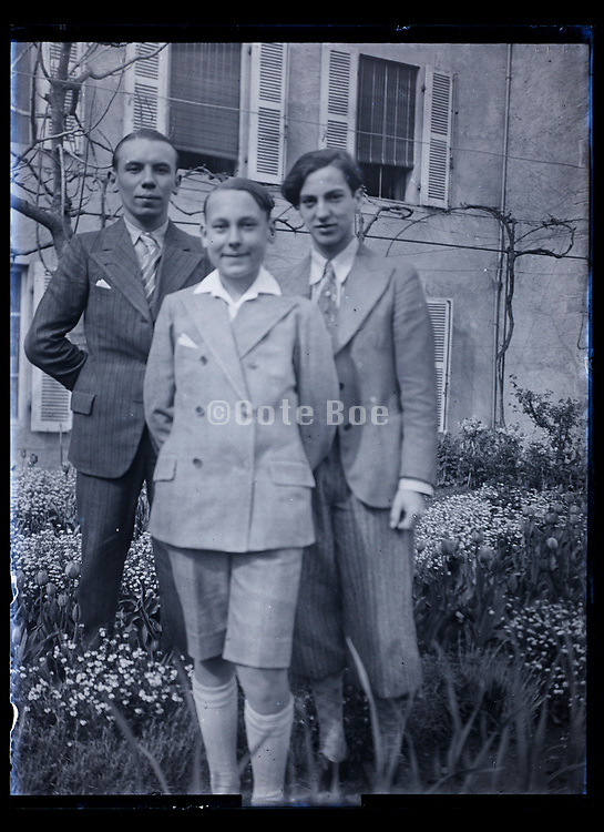 brothers posing France 1933