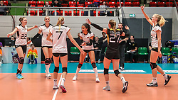 16.05.2019, Montreux, SUI, Montreux Volley Masters 2019, Deutschland vs Polen, im Bild Jubel nach Punktgewinn durch Deutschlands Schmetterlinge: v.l.n.r.: Lisa Gruending (Germany #22), Louisa Lippmann (Germany #11), Nele Barber (Germany #7), Denise Imoudu (Germany #13), Elisa Lohmann (Germany #27), Hanna Orthmann (Germany #12) // during the Montreux Volley Masters match between Germany and Poland in Montreux, Switzerland on 2019/05/16. EXPA Pictures © 2019, PhotoCredit: EXPA/ Eibner-Pressefoto/ beautiful sports/Schiller<br /> <br /> *****ATTENTION - OUT of GER*****