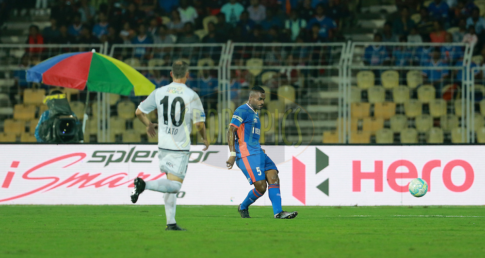 Rafael Dumas of FC Goa during match 8 of the Indian Super League (ISL) season 3 between FC Goa and FC Pune City held at the Fatorda Stadium in Goa, India on the 8th October 2016.<br /> <br /> Photo by Vipin Pawar / ISL/ SPORTZPICS