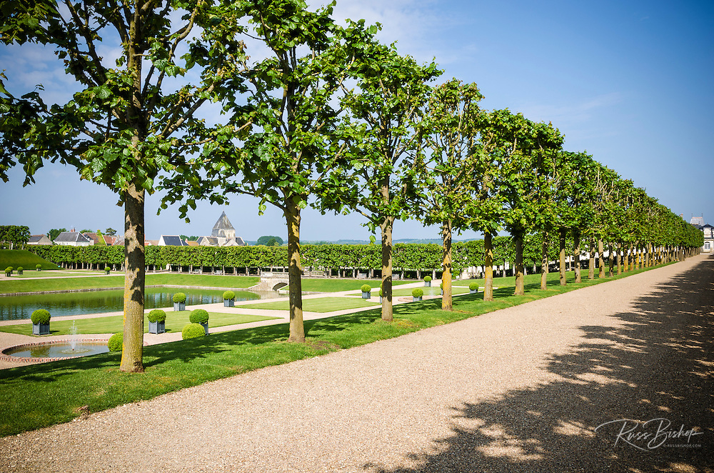 Carriage road and pool, Chateau de Villandry, Villandry, Loire Valley, France