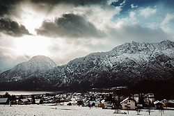 Das Salzkammergut ist ein landschaftlich und historisch geprägter Kulturraum in Österreich, am Nordrand der Alpen. Heute ist der Begriff Salzkammergut Synonym einer Region, die sich von Fuschlsee, Wolfgangsee und Mondsee in das Almtal, vom Tal der Vöckla bis zum Dachstein und dem Grimming erstreckt. Die in der heutigen Tourismusregion Salzkammergut zusammengefassten Gemeinden reichen im Westen sogar bis zur östlichen Stadtgrenze von Salzburg. Geologisch wird es durch die Kalkalpen geprägt, morphologisch von einem Mittelgebirge, in dem zahlreiche Seen liegen. Im Bild der Berg Hirlatz am Hallstätter See, aufgenommen am 28.12.2019, Hallstatt, Oesterreich // The Salzkammergut is a scenic and historically shaped cultural area in Austria, on the northern edge of the Alps. Today the term Salzkammergut is synonymous with a region that stretches from Fuschlsee, Wolfgangsee and Mondsee into the Almtal, from the Vöckla valley to the Dachstein and the Grimming. The communities grouped together in today's Salzkammergut tourist region even extend to the eastern city limits of Salzburg in the west. Geologically, it is shaped by the Limestone Alps, morphologically by a low mountain range in which numerous lakes lie. In the picture the mountain Hirlatz at Lake Hallstatt, Hallstatt, Austria on 2019/12/28. EXPA Pictures © 2020, PhotoCredit: EXPA/ Florian Schroetter