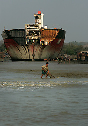 BANGLADESH MADHOM BIBIR HAT 7MARB05 - Shipbreaking yards at Badhom Bibir Hat outside Chittagong, Bangladesh, photographed from the seaside. ..jre/Photo by Jiri Rezac..© Jiri Rezac 2005..Contact: +44 (0) 7050 110 417.Mobile: +44 (0) 7801 337 683.Office: +44 (0) 20 8968 9635..Email: jiri@jirirezac.com.Web: www.jirirezac.com..© All images Jiri Rezac 2005 - All rights reserved.