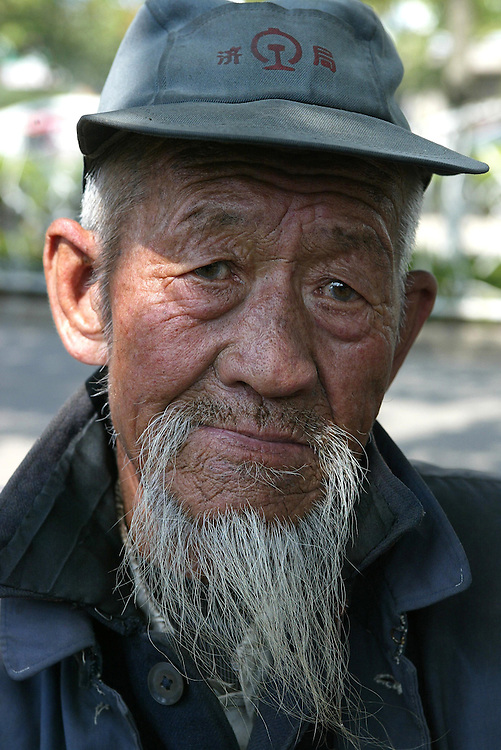 The weathered face of an elderly man from the Shangdong province, China, May 29, 2006. Credit:SNPA / Rob Tucker