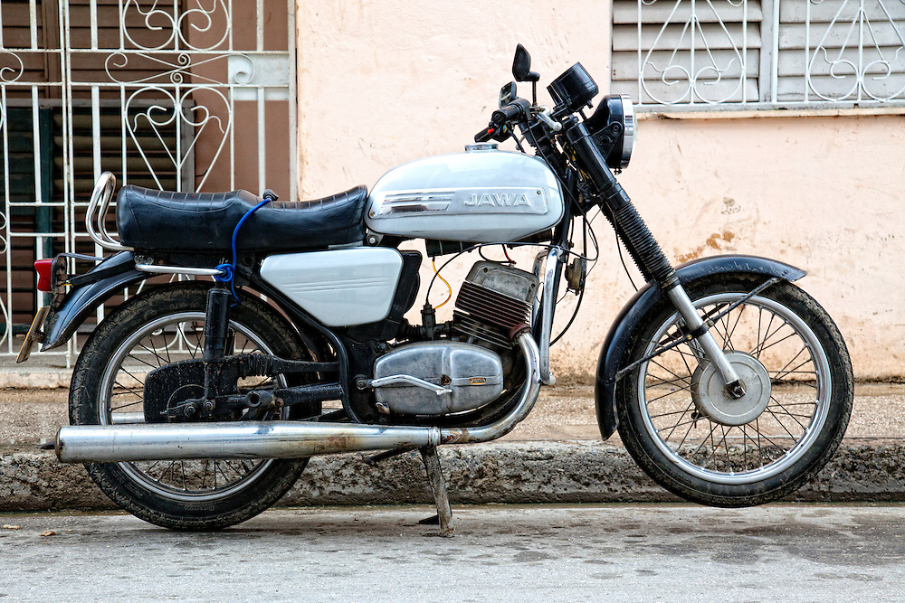 Motorcycle in Holguin, Cuba  | Robin Thom Photography