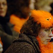 NLD/Heerenveen/20060122 - WK Sprint 2006, 2de 1000 meter dames, publiek, toeschouwer, oranje, gekte, feest, hoed, pet, versiering,