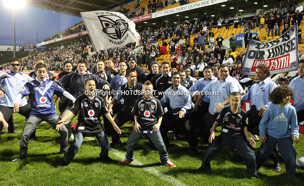 Warriors fans perform a haka. NRL, Vodafone Warriors v Penrith  Panthers, Mt Smart Stadium, Auckland, Sunday 31 August 2008. Photo: Andrew Cornaga/PHOTOSPORT