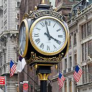 USA/New Yok/20120301 - New York, analoge klok ovan de Trump Tower op Fifth Avenue