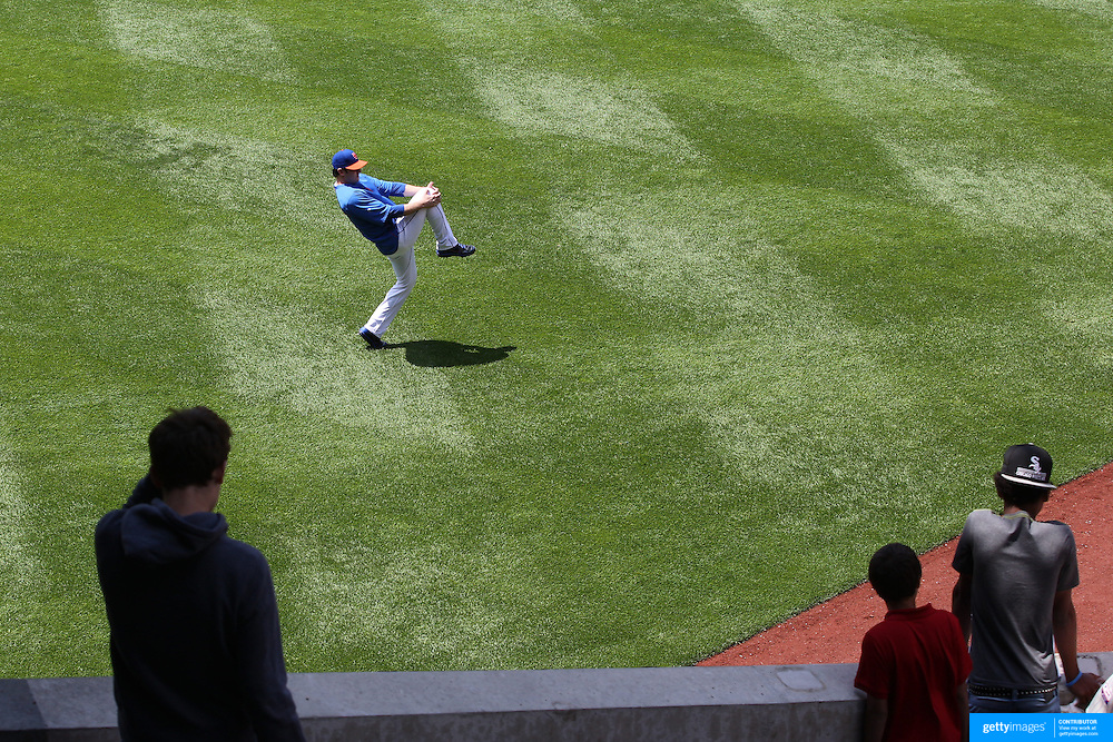Matt Harvey, the New York Mets pitcher, warming up before the New York Mets V Pittsburgh Pirates Baseball game at Citi Field, Queens, New York. USA. 12th May 2013. Photo Tim Clayton