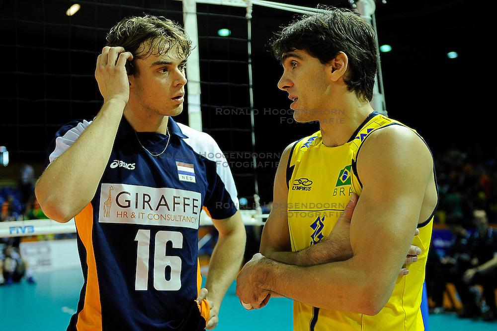 26-06-2010 VOLLEYBAL: WLV NEDERLAND - BRAZILIE: ROTTERDAM<br /> Nederland verliest met 3-1 van Brazilie / Giba en Dick Kooy<br /> &copy;2010-WWW.FOTOHOOGENDOORN.NL