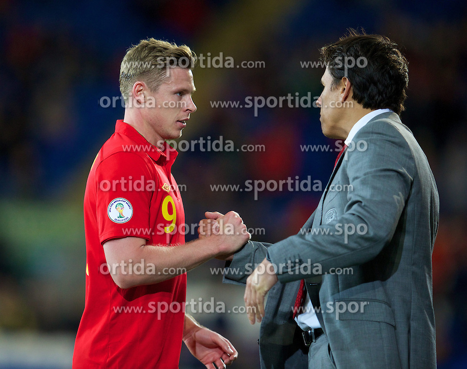 11.10.2013, City Stadion, Cardiff, WAL, FIFA WM Qualifikation, Wales vs Mazedonien, Gruppe A, im Bild Wales' goalscorer Simon Church and manager Chris Coleman after the 1-0 victory over Macedonia during the FIFA World Cup Qualifier Group A Match between Wales and Macedonia at the City Stadium, Cardiff, Wales on 2013/10/11. EXPA Pictures © 2013, PhotoCredit: EXPA/ Propagandaphoto/ David Rawcliffe<br /> <br /> ***** ATTENTION - OUT OF ENG, GBR, UK *****