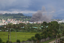May 28, 2017 - Marawi, Philippines - Smoke rises as houses burn in Marawi City, southern Philippines.  Thousands of residents already left their homes houses due to clashers between government troops and the Maute militant group in southern Philippines. (Credit Image: © Linus Escandor Ii via ZUMA Wire)