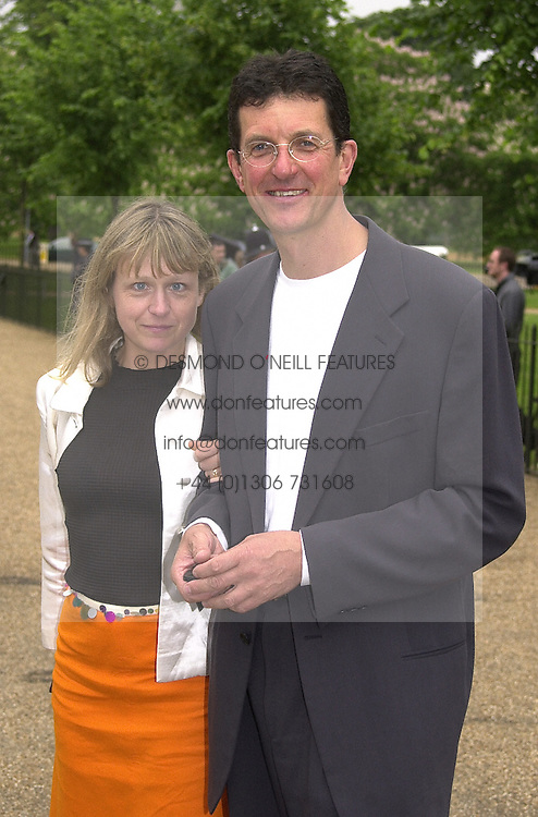 Sculptor ANTONY GORMLEY and MISS VICKEN PARSONS,<br />  at a dinner in London on 20th June 2000.OFO 59<br /> &copy; Desmond O&rsquo;Neill Features:- 020 8971 9600<br />    10 Victoria Mews, London.  SW18 3PY <br /> www.donfeatures.com   photos@donfeatures.com<br /> MINIMUM REPRODUCTION FEE AS AGREED.<br /> PHOTOGRAPH BY DOMINIC O'NEILL