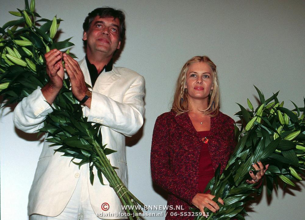 Premiere Siberia, Johnny Lion en baywatch actrice Nicole Eggert