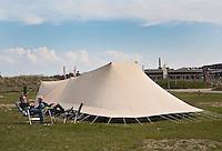 VLIELAND - seizoenplaats. De Waard tent.  camping Stortemelk.  COPYRIGHT KOEN SUYK