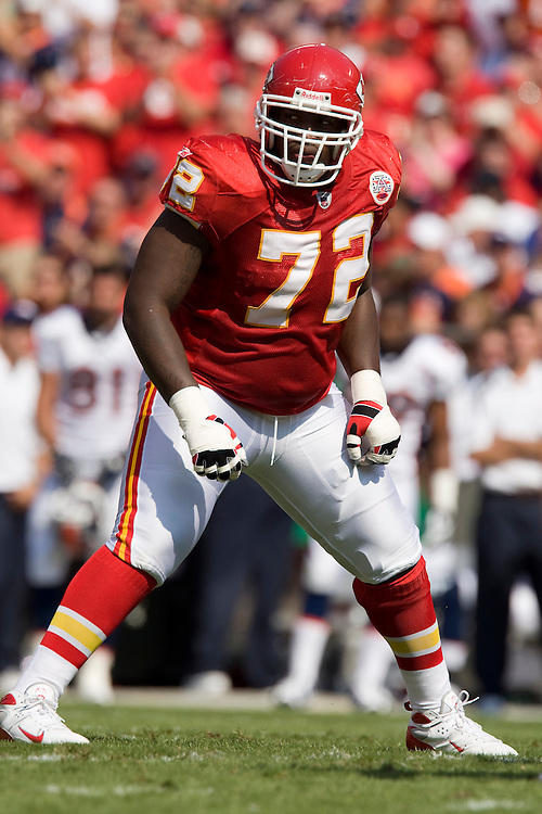 KANSAS CITY, MO - SEPTEMBER 28:   Glenn Dorsey #72 of the Kansas City Chiefs gets ready for a play during a game against the Denver Broncos at Arrowhead Stadium on September 28, 2008 in Kansas City, Missouri.  The Chiefs defeated the Broncos 33-19.  (Photo by Wesley Hitt/Getty Images) *** Local Caption *** Glenn Dorsey