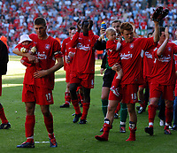 Fotball<br /> Premier League England<br /> 15.05.2004<br /> Foto: Fotosports/Digitalsport<br /> NORWAY ONLY<br /> <br /> LIVERPOOL V NEWCASTLE UNITED (1-1) 15/05/2004 PREMIERSHIP<br /> LIVERPOOLS STEVEN GERRARD AND JOHN ARNE RIISE <br /> TAKE THEIR KIDS ON THE LAP OF HONOUR