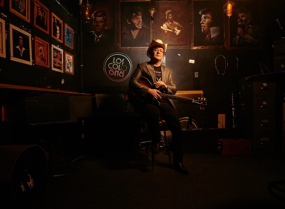 Derek Hoke, singer, at the 5 Spot in Nashville, TN